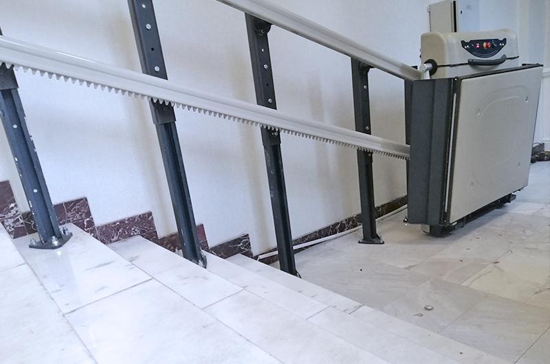 alya engelli merdiven asansörü